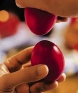 Greek_Easter_Travelling-Cracking-Eggs
